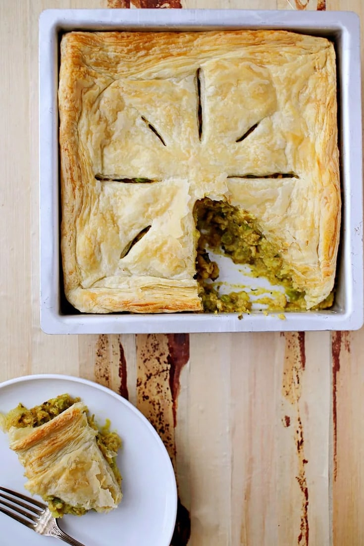 This crazy good Samosa Pie Recipe is packed with all the goodness of samosas, reimagined! with a spiced potato-chicken filling under a crispy crust is great for an easy, flavourful dinner that can be made in advance. Try it this weekend!
