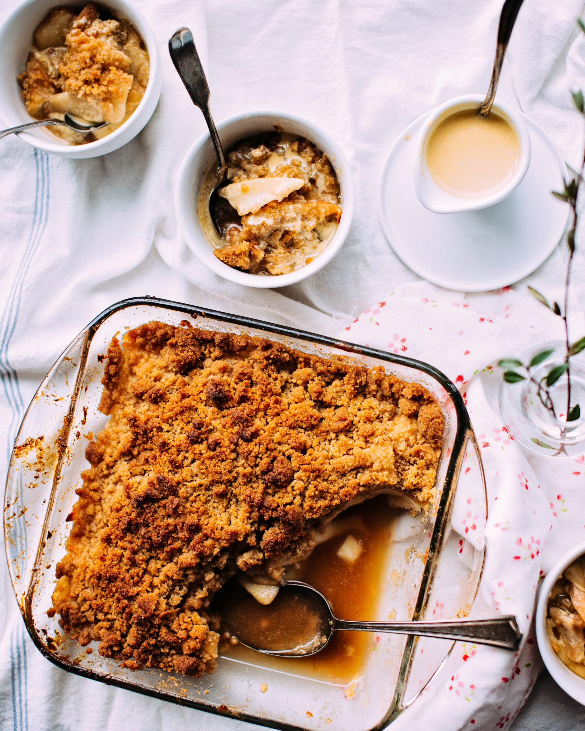 Glad yourself and your loved ones - bake a pie with pears or kiwi