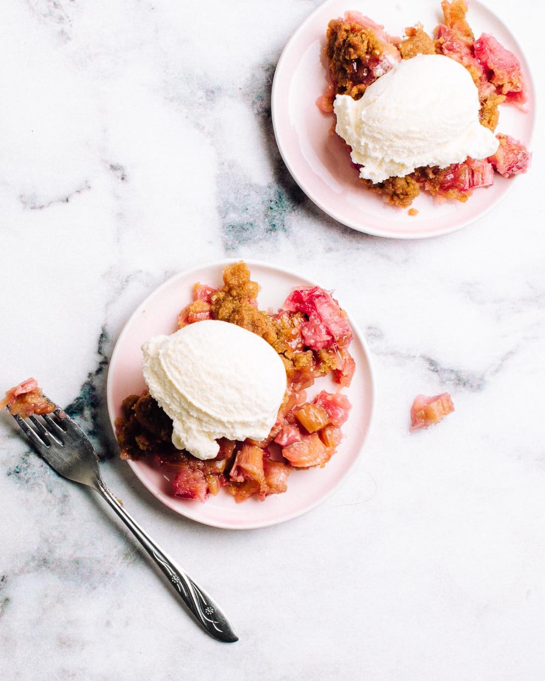 Easy Rhubarb Crisp Recipe